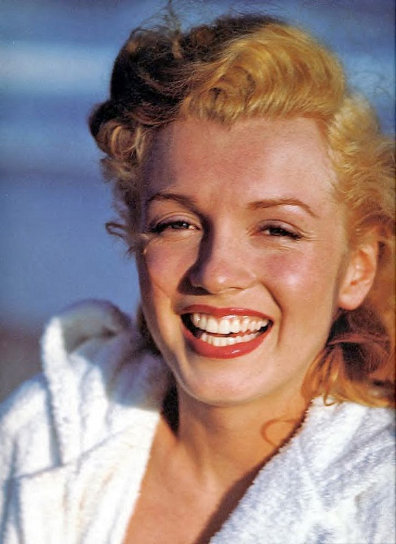Marilyn_Monroe_1949_Beach_Photoshoot_003